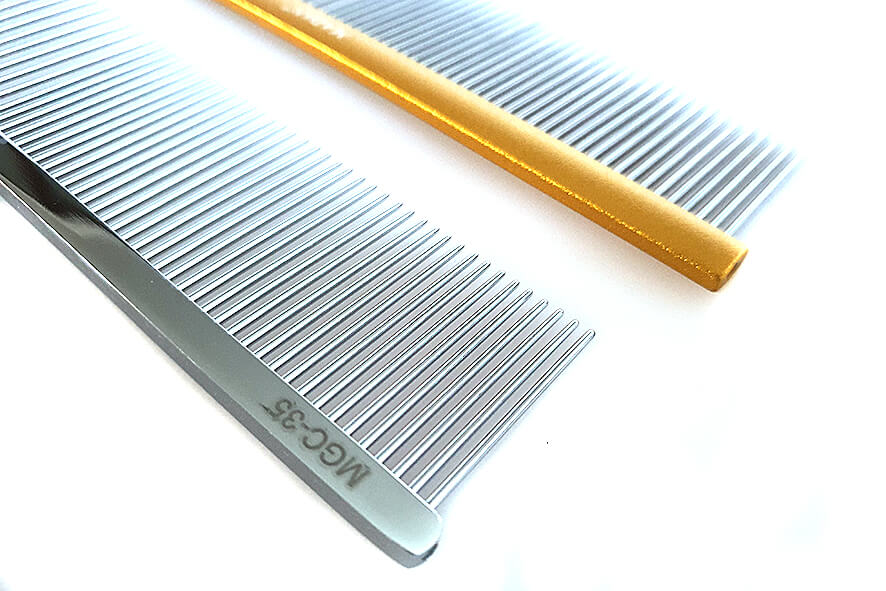 Flat handle of the greyhound style comb and non-slip handle of combination comb