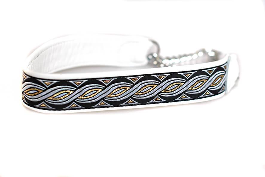 Wide white martingale collar