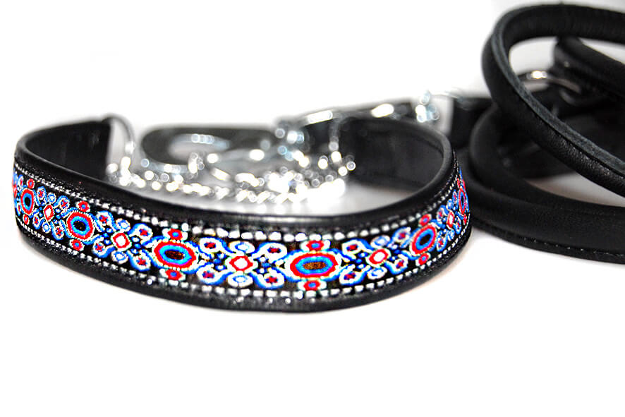 Black martingale show collar with black rolled lead