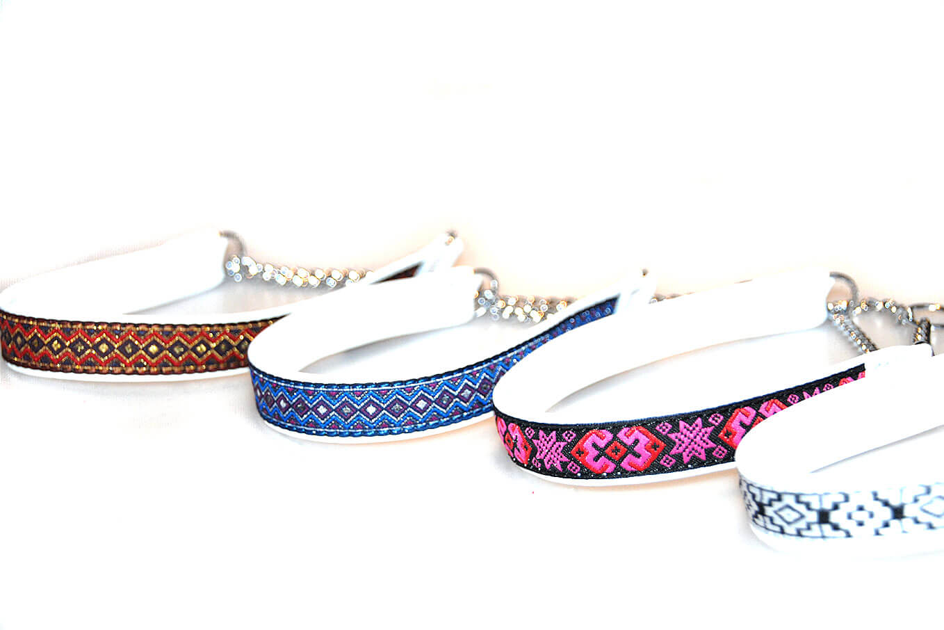 Martingale leather collars in size S
