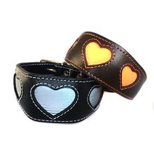 Dog Moda range of reflective hearts collars in flashlight
