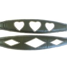 House collars are available in two designs